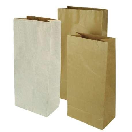 Papieren diervoeder zakken